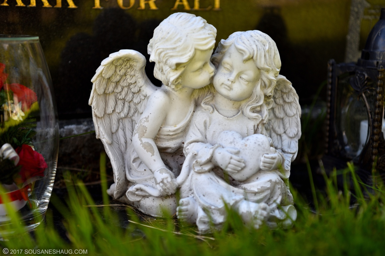 Little cemetery angels