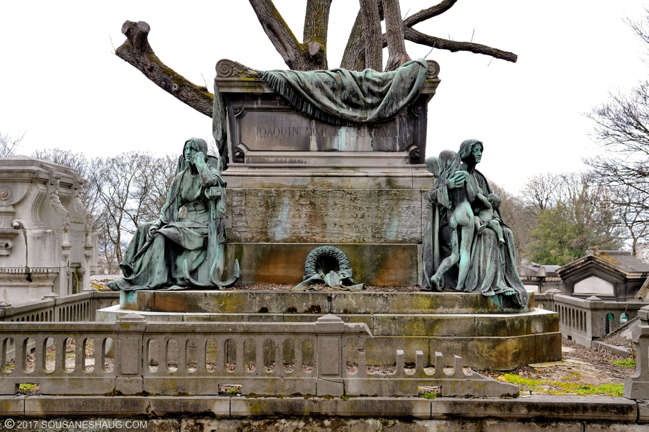 Pere Lachaise, the beauty of the French cemetery