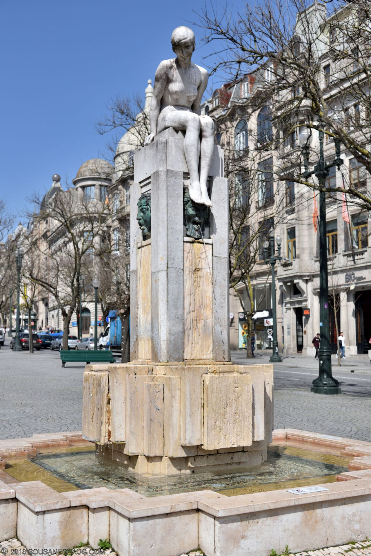 Statues-Porto-Portugal0093