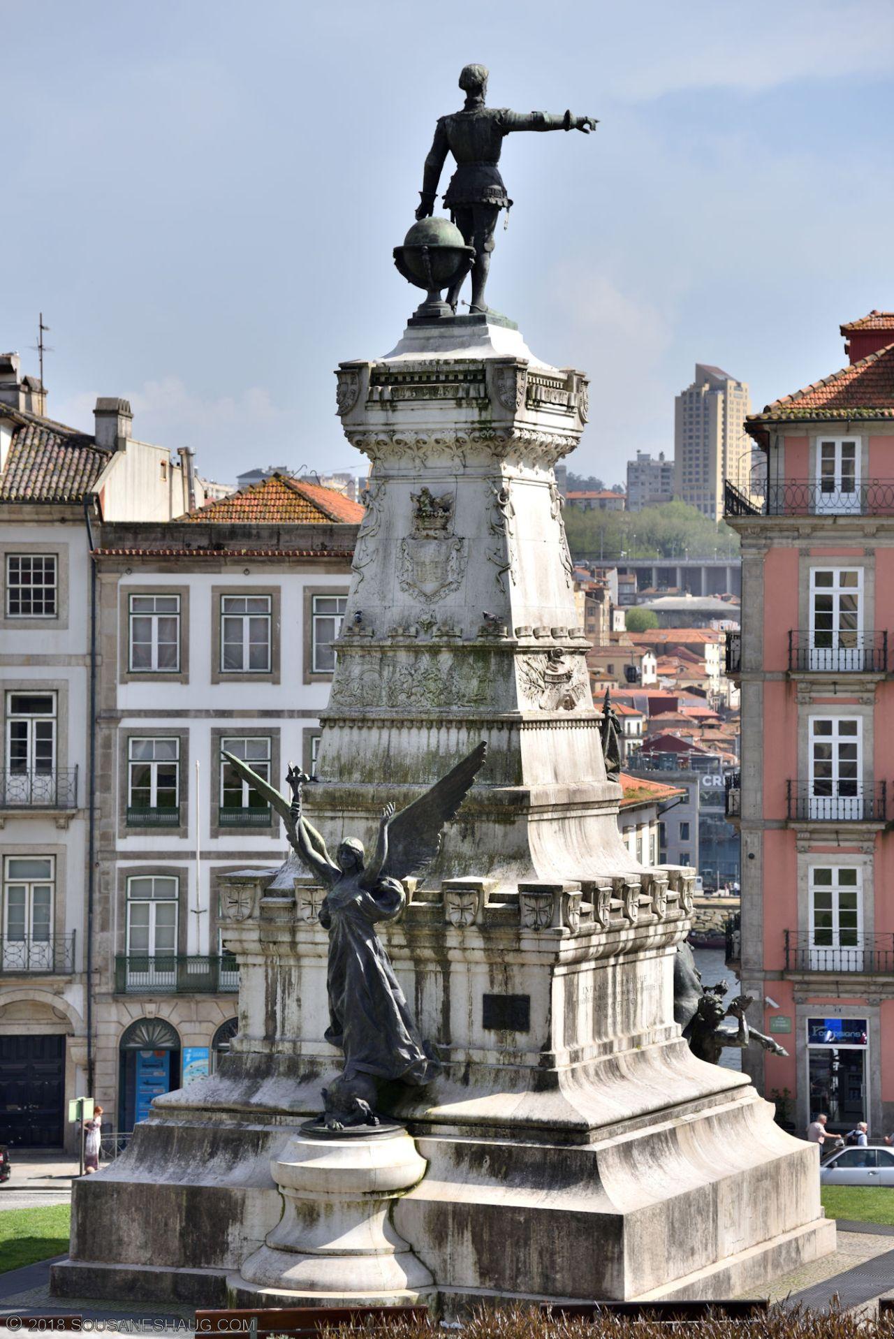 Statues-Porto-Portugal0094
