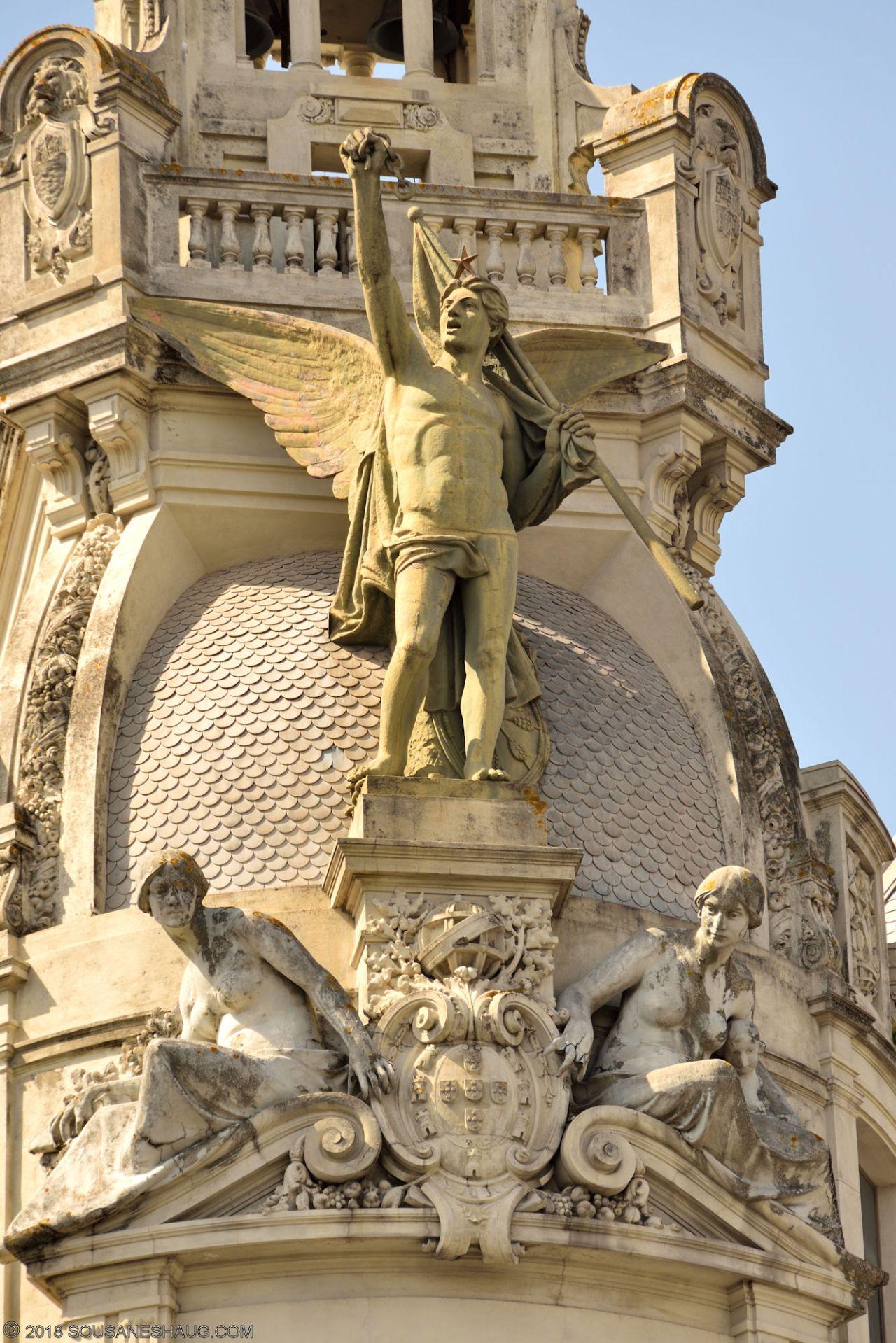 Statues-Porto-Portugal0097