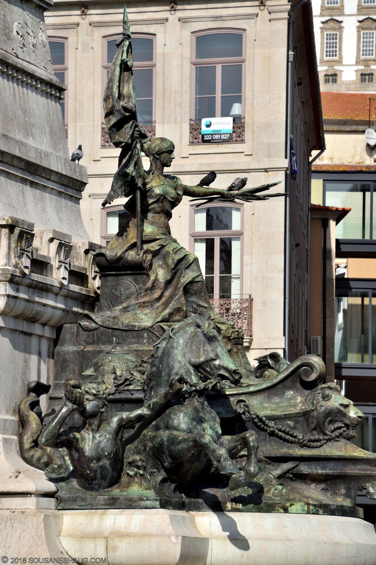 Statues-Porto-Portugal0101